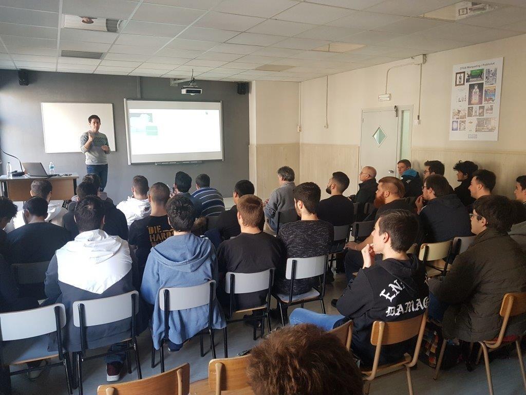 Carlos Asensio durante la charla en Stucom